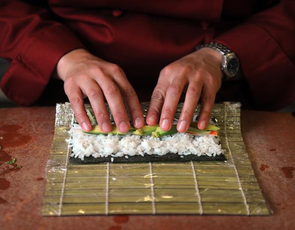 Rellenar el sushi con tus ingredientes
