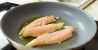 Rollo de sushi de pollo teriyaki