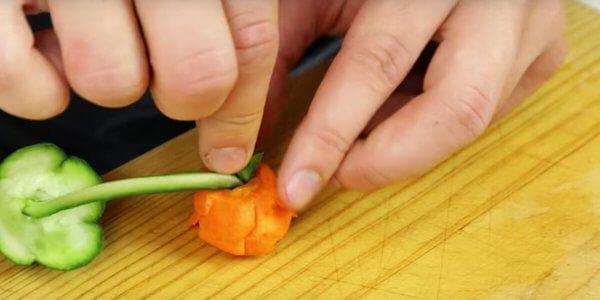 montando la rosa con sus hojas