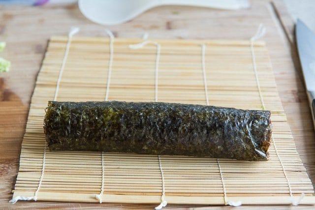 como-hacer-sushi-en-casa-enrollar